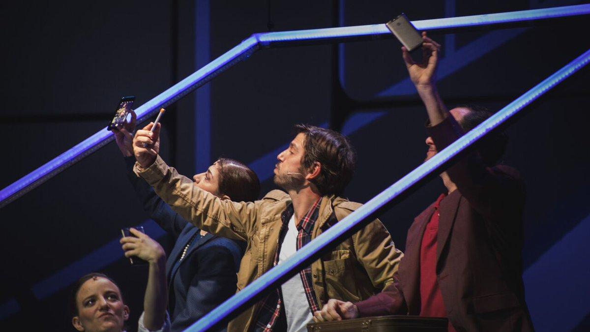 Diego Luna, en una función de Privacidad en el teatro Insurgentes. Foto: Cortesía Privacidad, dirigida por Francisco Franco