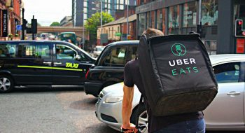 Uber Eats en Londres. Foto original de Shopblocks (Creative Commons / Flickr).