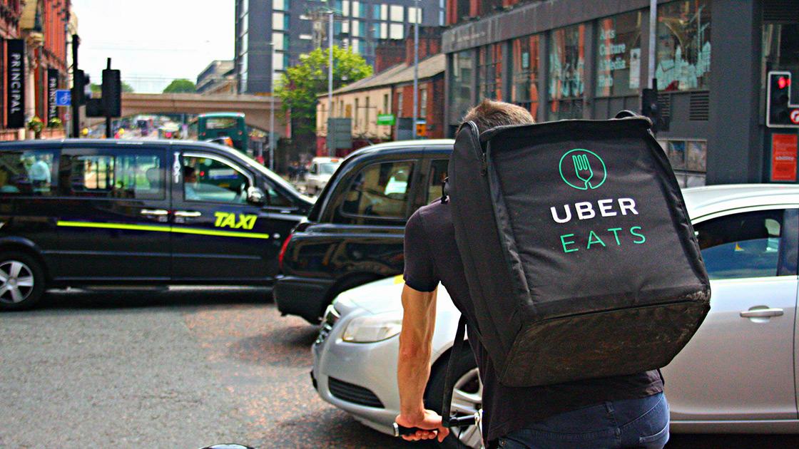 Uber Eats en Londres. Foto original de Shopblocks (Creative Commons / Flickr).