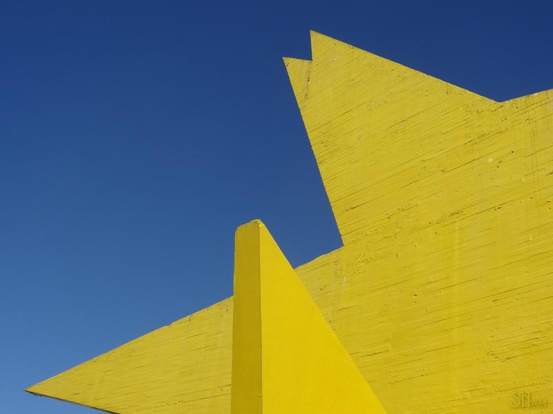"""El """"Pájaro amarillo"""" (1957) de Mathias Goeritz. Foto de JosEnrique, licencia CC."""