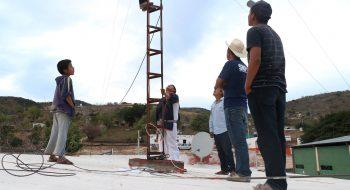 Telecomunicaciones Indígenas Comunitarias A.C. (TIC) gana amparo relacionado con su solicitud de exención del pago de derechos por uso de frecuencias radioeléctricas. Foto: tomada de la página de Facebook de Comunicación Redes A.C.