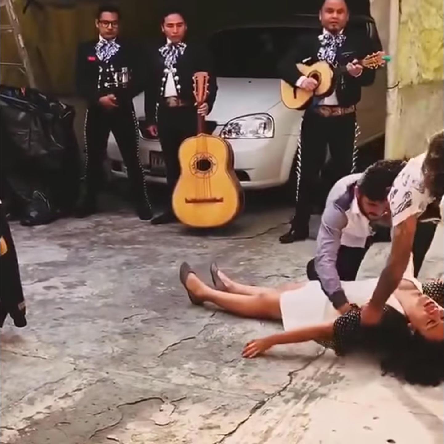 Enrique Metinides. La novia se desmaya al recibir la propuesta matrimonial.
