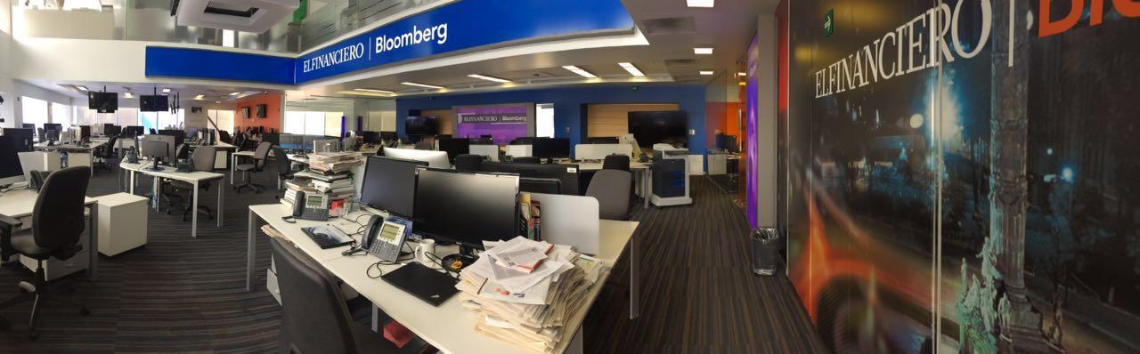 Redacción de El Financiero en la Ciudad de México. Foto tomada de su cuenta de Facebook.