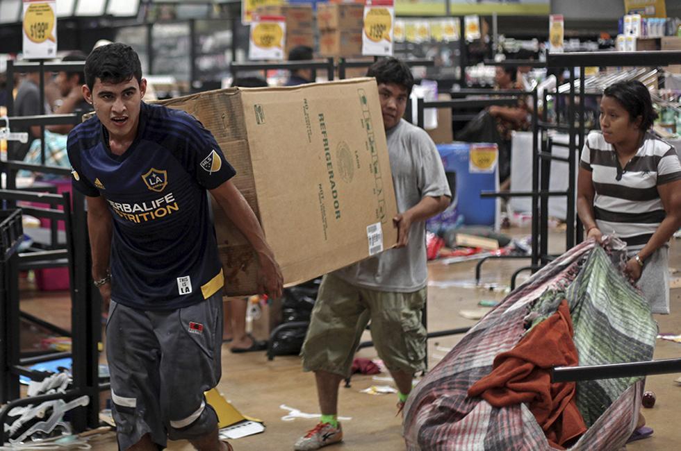 Saqueos en México, relacionados con el aumento del precio de los combustibles. Foto AP, tomada de El Economista.