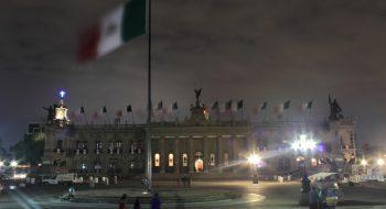 Macroplaza de Monterrey. Foto original de Mario Rodríguez, tomada de su cuenta de Flickr. Usa una licencia 2.0 de Creative Commons.