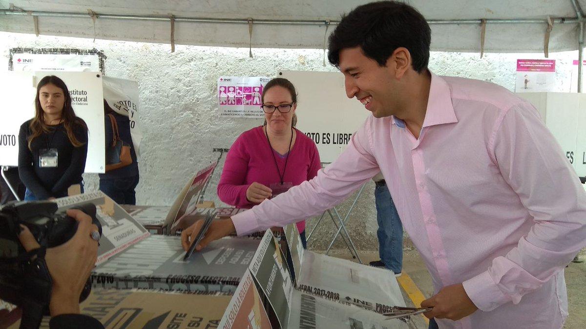 Pedro Kumamoto al momento de depositar su voto en la jornada electoral del 1 de julio de 2018. Foto tomada de su cuenta de Twitter: @pkumamoto